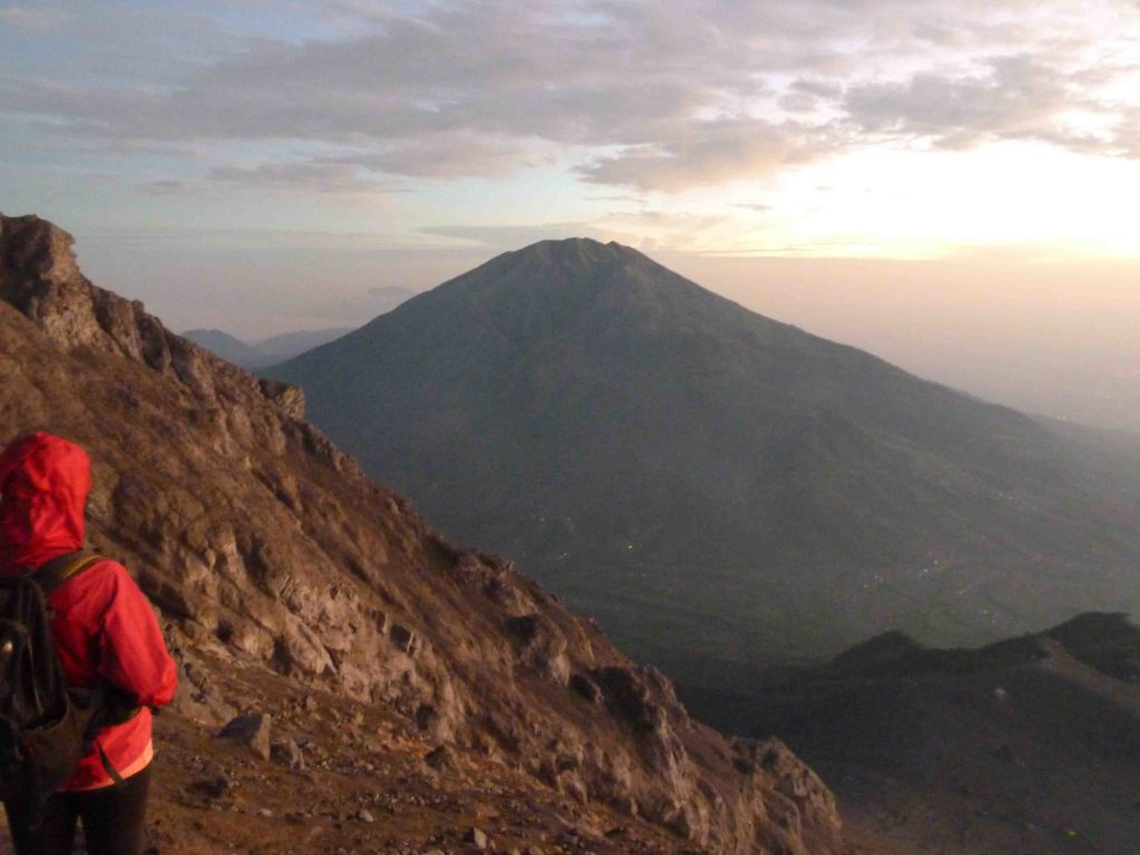 mel looking at merapi